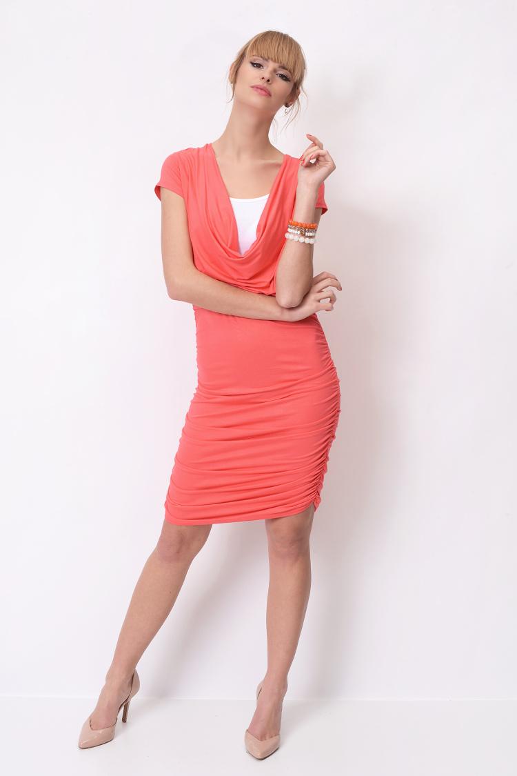 Dlouhé šaty s řasením a krátkým rukávem barva korálová