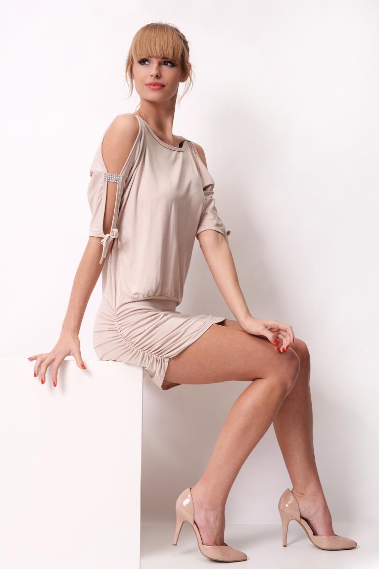 Krátké šaty s mašličkou a flitry na rukávech barva béžová
