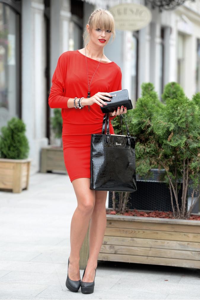 Šaty s netopýřími rukávy barva červená 3c5dac0752